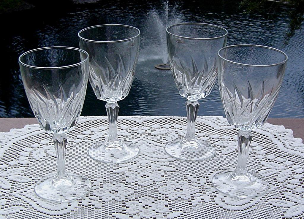 Cristal d'Arques Wine Glasses in Flamenco ca 1980