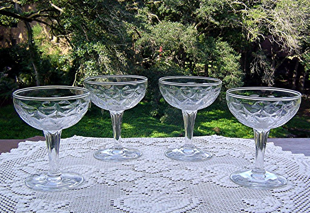 Vintage Diamond Pattern Champagne/Cocktail Glass