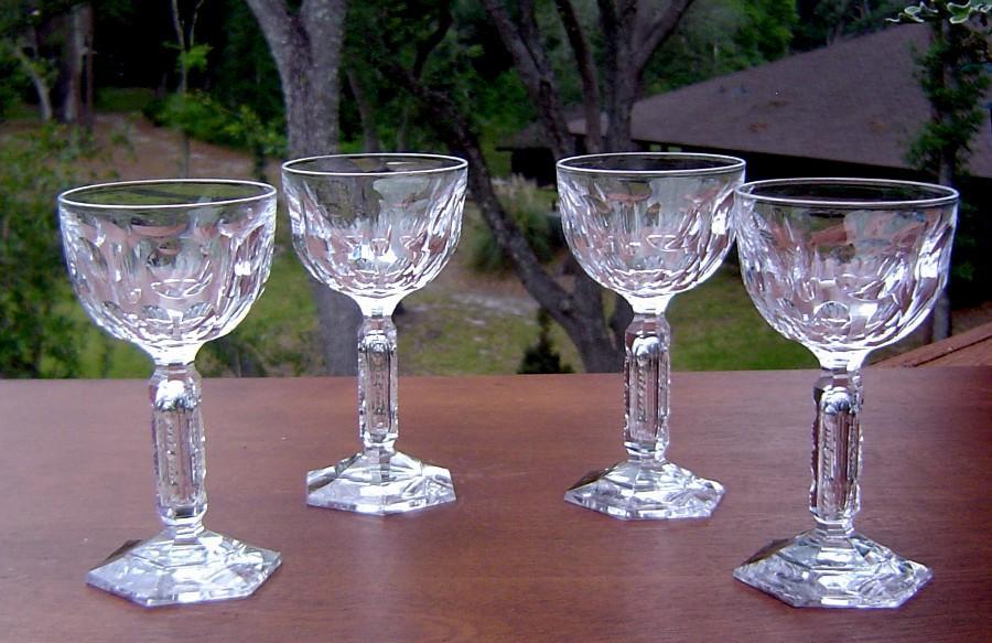 Elegant Thumbprint Wine Glasses with Cut Stem