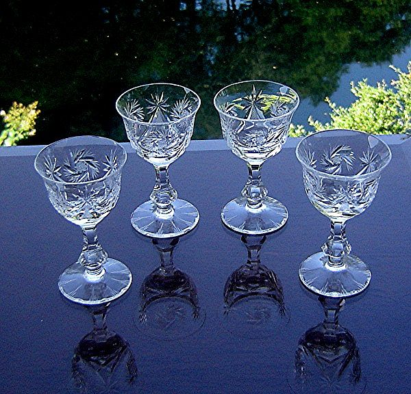 Elegant Cordial Glasses in Cruiser Line