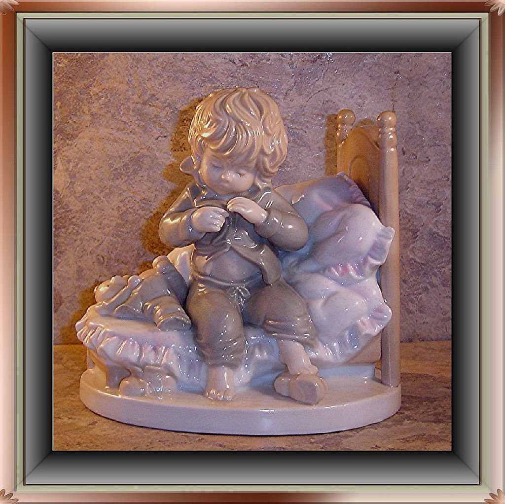 Italian Figurine by Dolfi; Artist Lisi Martin