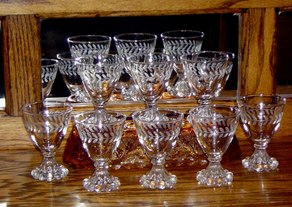 Set of 8 Bloopie Liquor Glasses Etched with Holly Pattern