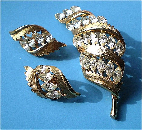 Signed JJ Marquis Rhinestone Feather Brooch & Earrings Set