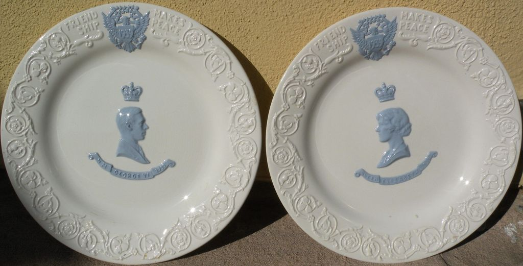Wedgwood PAIR Elizabeth  and George VI 1939 limited edition commemorative plates