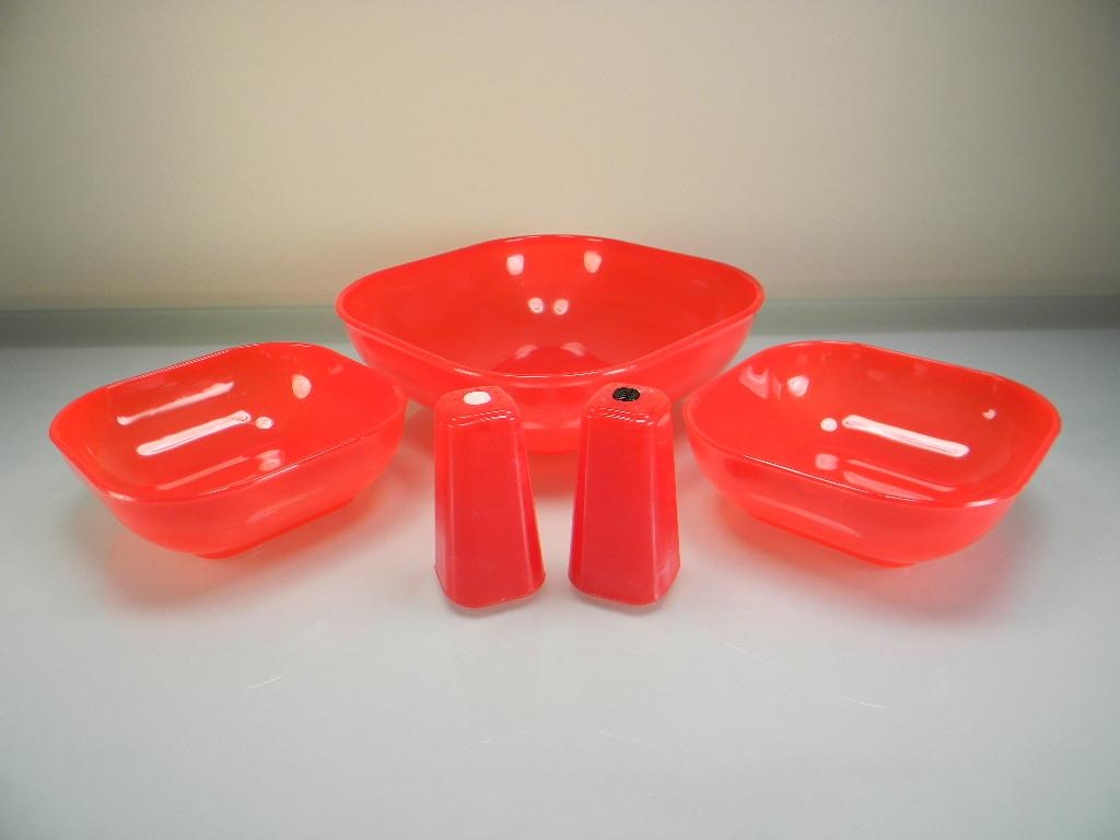 Red Plastic Burrite Luncheon Bowls & Shaker Set