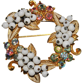 Cute Vintage FLORENZA White Glass Bauble Pastel AB Rhinestone Wreath Brooch
