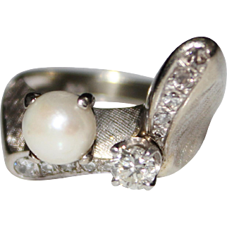 Vintage 1950's 14k White Gold Diamond & Pearl Ring, Unique Design, Size 5, 6.4G