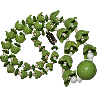 """Vintage Green Molded Art Glass Tulip Bead Necklace, 15"""""""