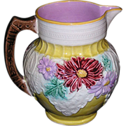 Beautiful Large American majolica pitcher with Lace and daisy decorations