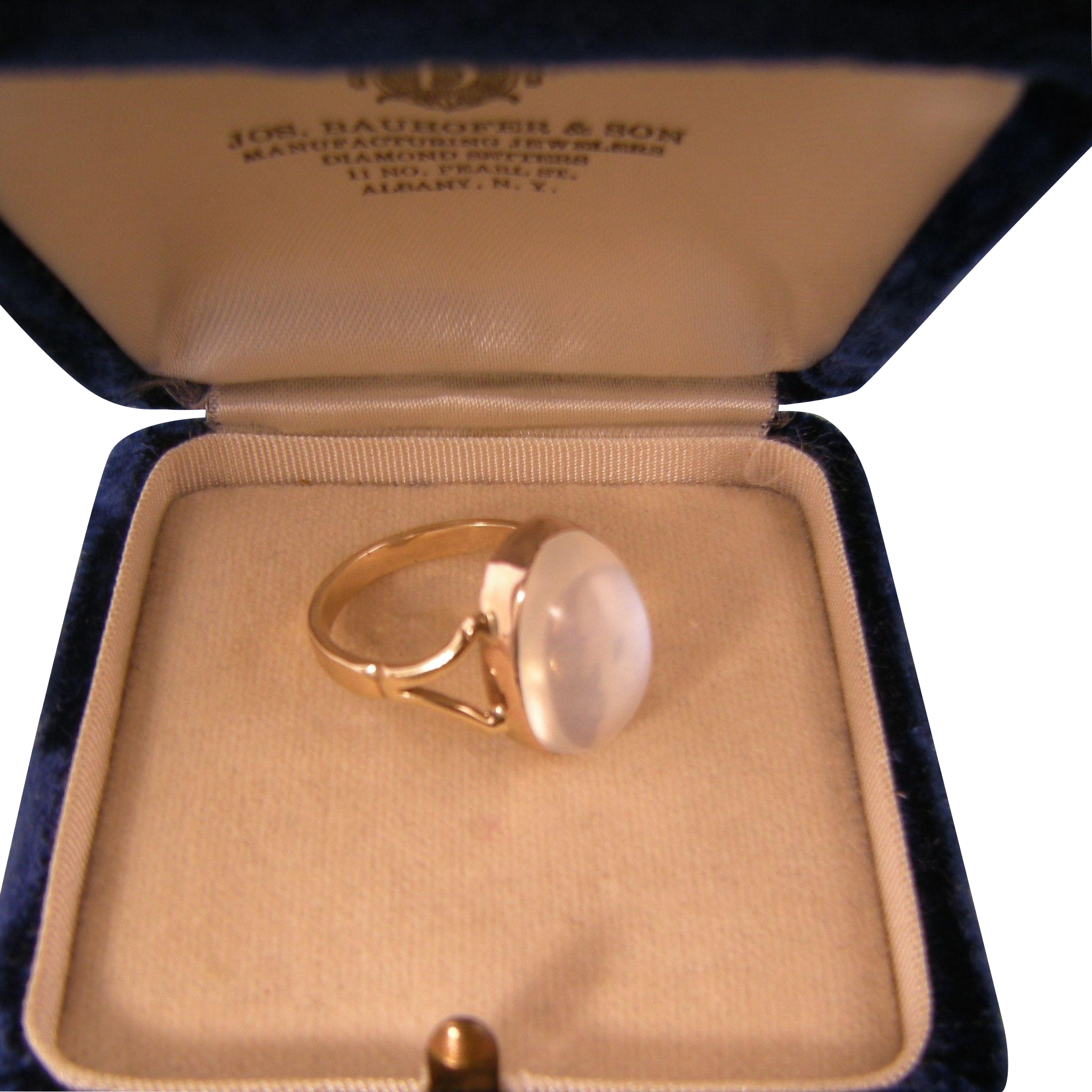 Gorgeous Large Moonstone Ring, 9ct Gold