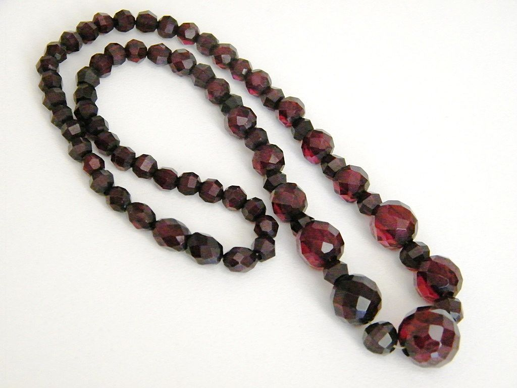 Beautiful Faceted Bakelite Cherry Amber Necklace