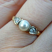 Lovely 18k Pearl and .125ct Diamond Ring