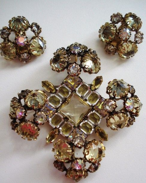 Schreiner Pale Yellow Dimensional Brooch & Earrings Set. Jewellery Necklace. Golden Watches. Baguette Earrings. Cats Rings