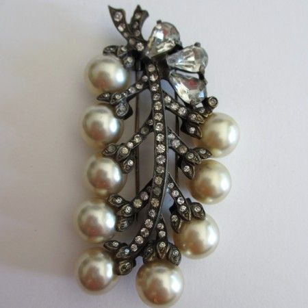 Grand Eisenberg Original Glass Pearl Fur Clip