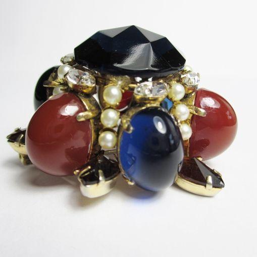 Classically Styled Schreiner Brooch