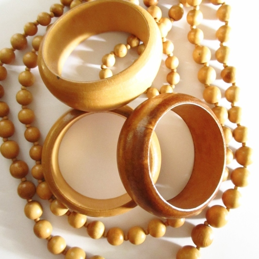 Wooden Necklace Set with Three Bangles