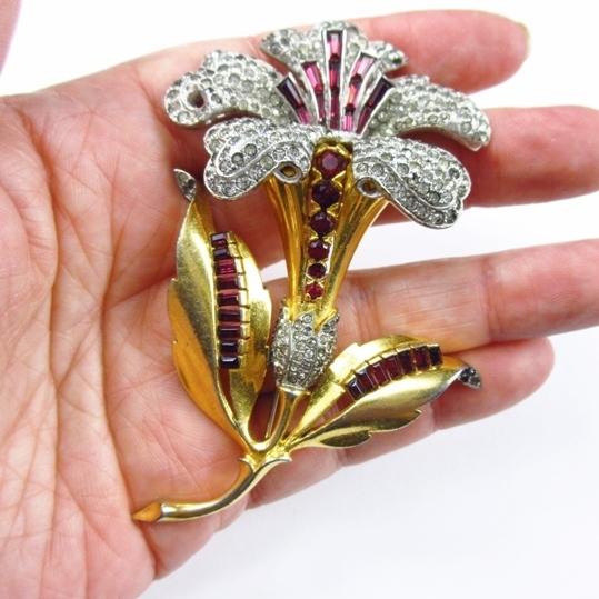 Wonderful Rhinestone Encrusted Flower Brooch