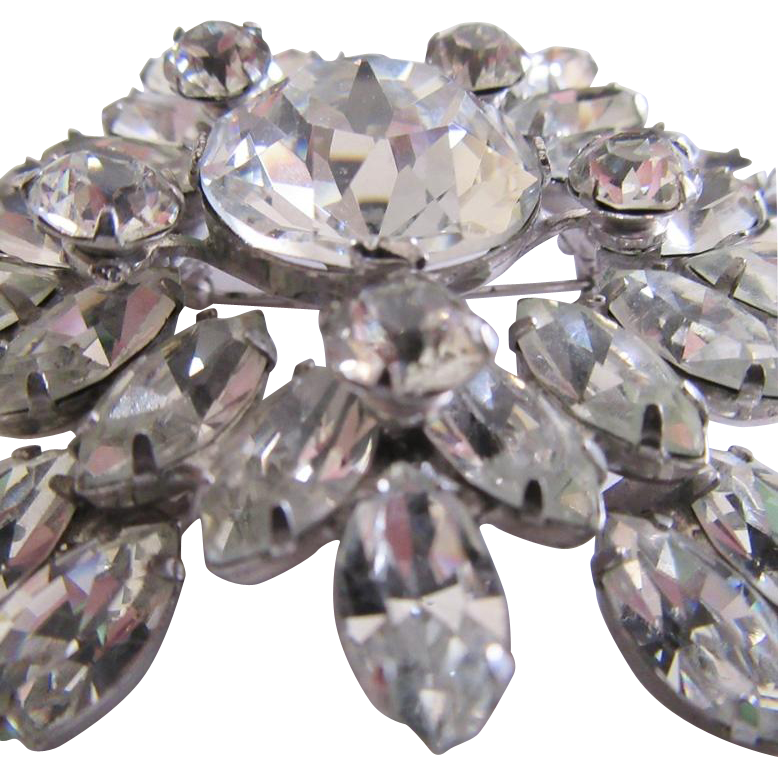 Large Star Shaped Rhinestone Brooch