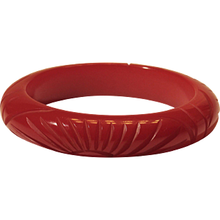 Vintage Carved Bakelite Bangle Bracelet Cranberry Red