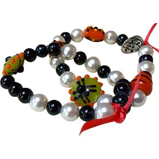 Happy double Halloween bracelets:  Two bright and colorful Halloween beaded bracelets.  original and hand crafted