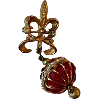 Vintage: Fleur de lis pin with red bobble: gold tone: small faux pearls