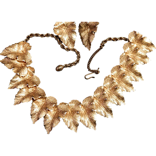 Highly Detailed Elegant Gold Tone Leaf Necklace and Earrings Set