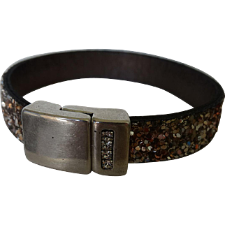 Sparkly leather bracelet with magnetic clasp