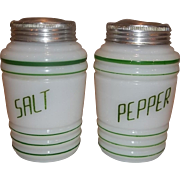 Hazel Atlas Green Salt & Pepper Range Shaker Set