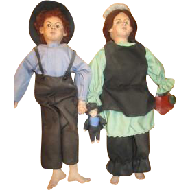 Great primitive Amish Family of dolls
