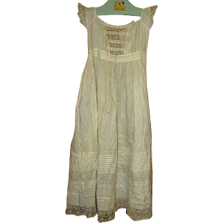 Gorgeous inlaid lace early gown pintucking