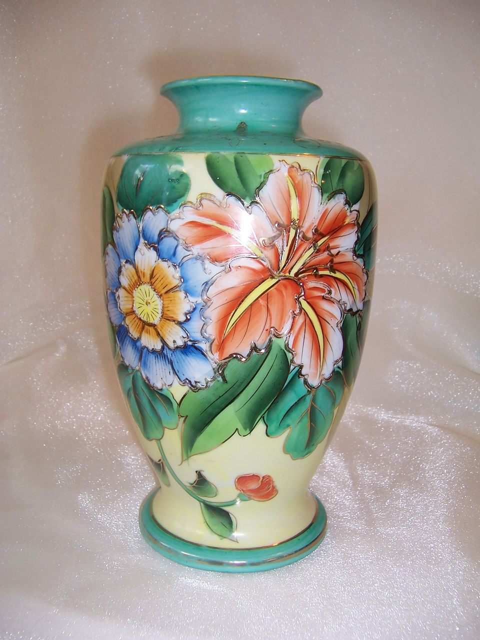 Attractive Hand Painted Floral Vase Made in Japan