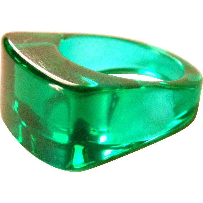 Vintage Lucite Ring 72