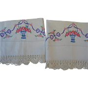Lovely Vintage Matching Pillow Cases and Dresser Scarves