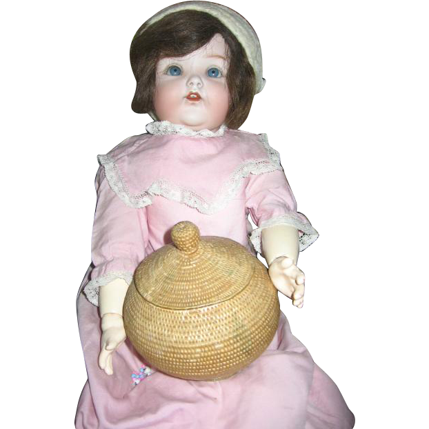 Fabulous Round Basket with Lid for Dolls Bargain Day Price $25
