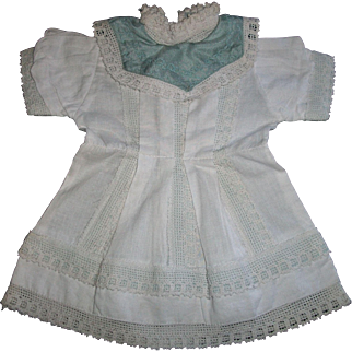 Nice White Cotton Dress for an early Doll, Pretty collar