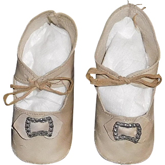 Nice Pair of Antique White Leather Doll Shoes w Heels