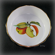 Royal Worcester Porcelain Evesham Gold Individual Quiche Apple Center