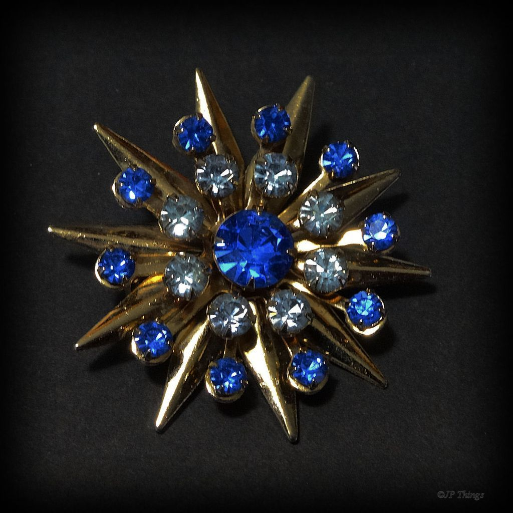 Beautiful Vintage Star Dark & Light Sapphire Prong Set Rhinestone Gold Tone Pin