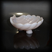 Cambridge Glass Pink Crown Tuscan 3 Footed 4.00 Inch Shell S33