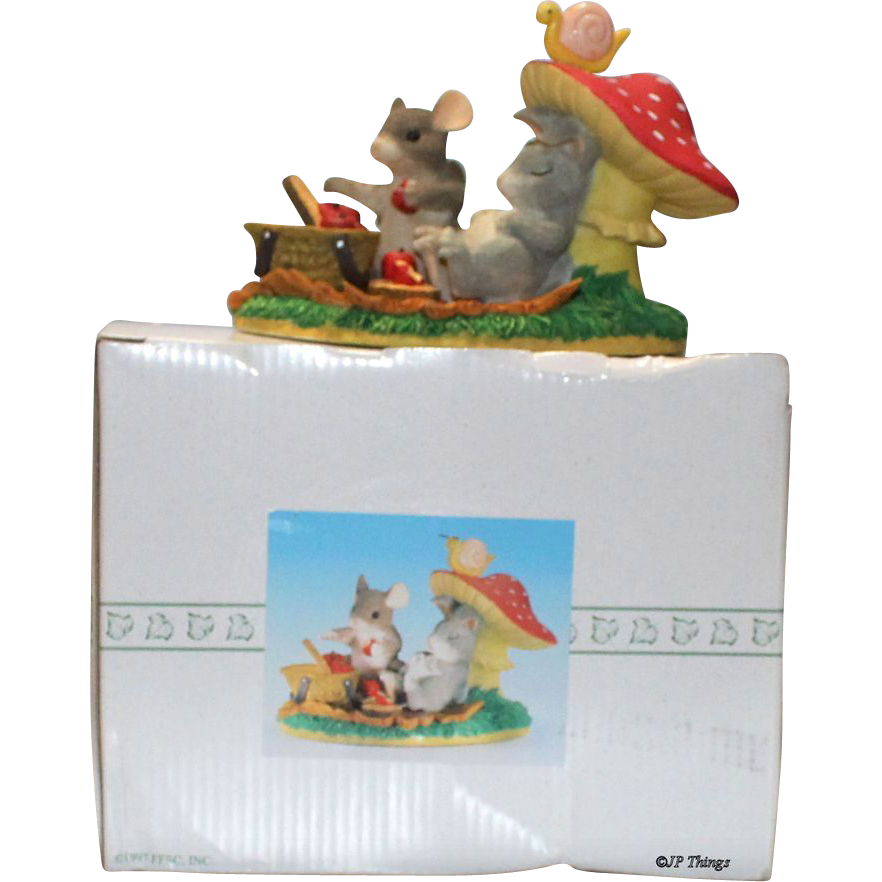 "Charming Tails ""Lifes a Picnic With You "" Mouse Rabbit Figurine #83/701 NIB"
