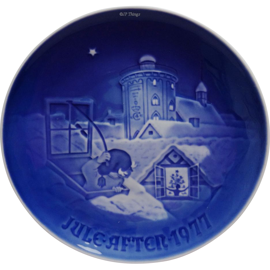 Bing & Grondahl 1977 Blue and White Christmas Plate 9077 Copenhagen Christmas