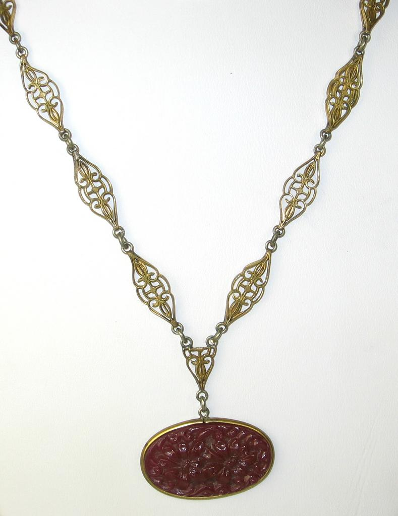 1920s Burgundy Colored Molded Glass Necklace