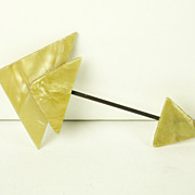 Early Geometric Butterscotch Plastic Jabot Pin