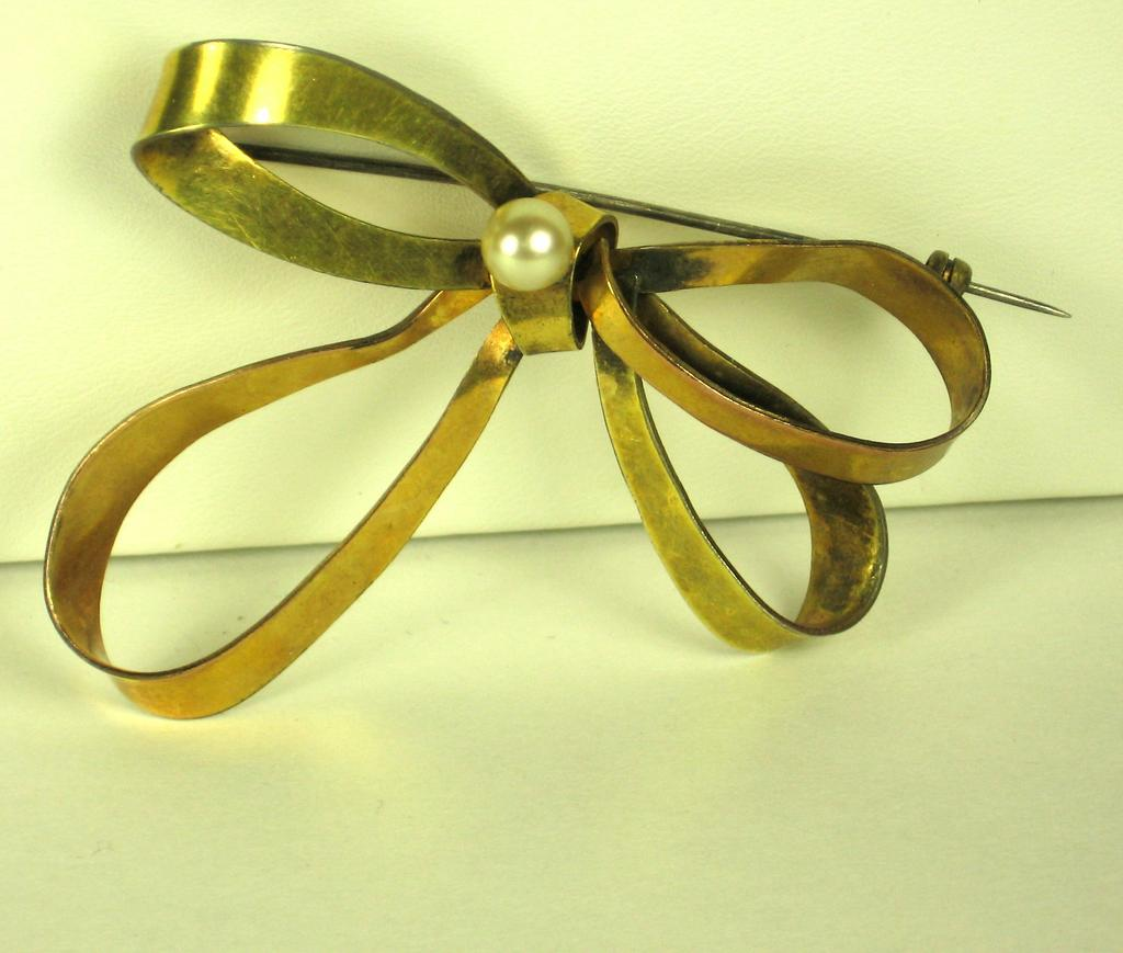 Walter Lampl 1/20 12kt Gold Fill and Cultured Pearl Bow Pin