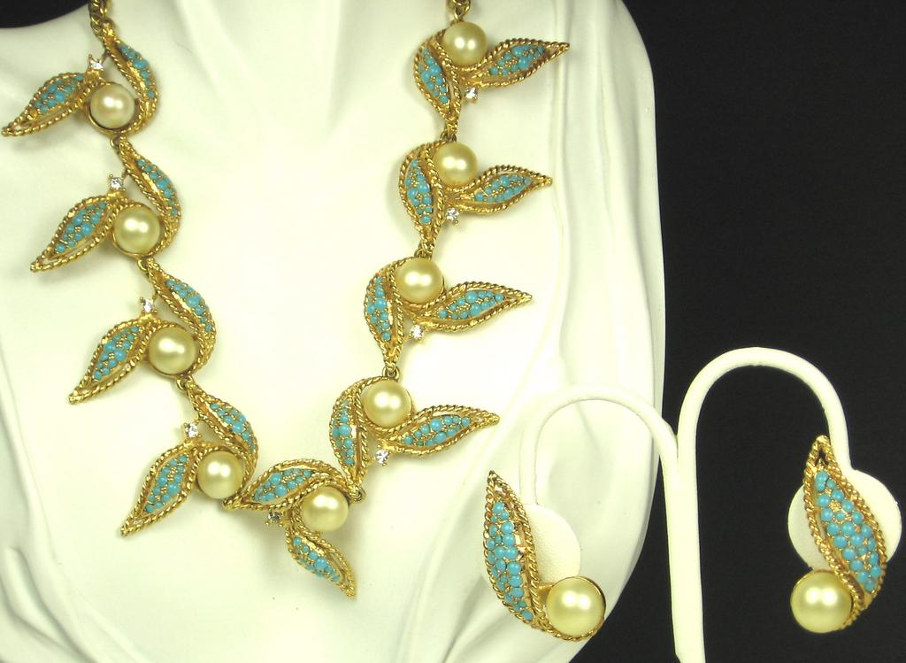 Hattie Carnegie Turquoise Colored Bead and Imitation Pearl Necklace and Earrings