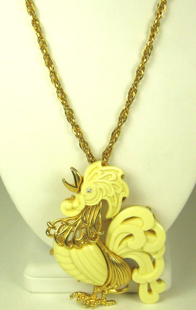 Hattie Carnegie White Plastic Rooster Pendant Pin Necklace