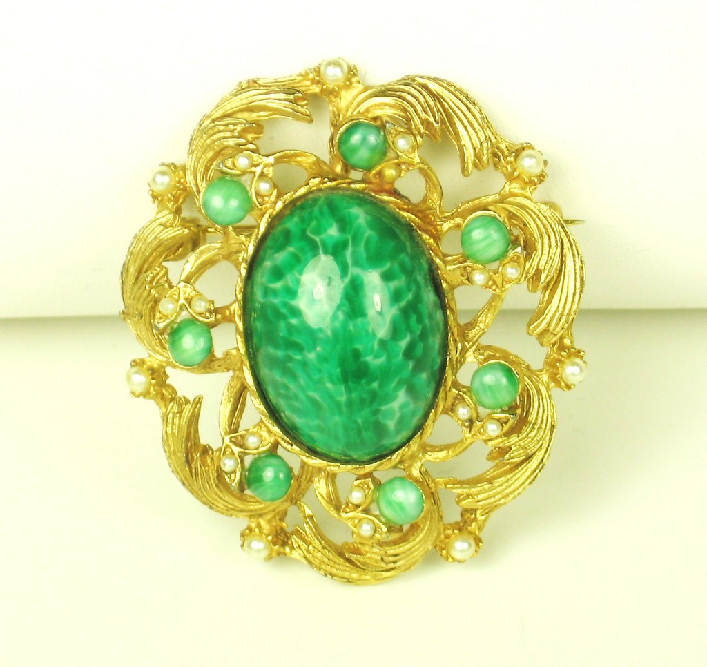 Hattie Carnegie Marbled Green Glass Cabochon and Imitation Pearl Brooch