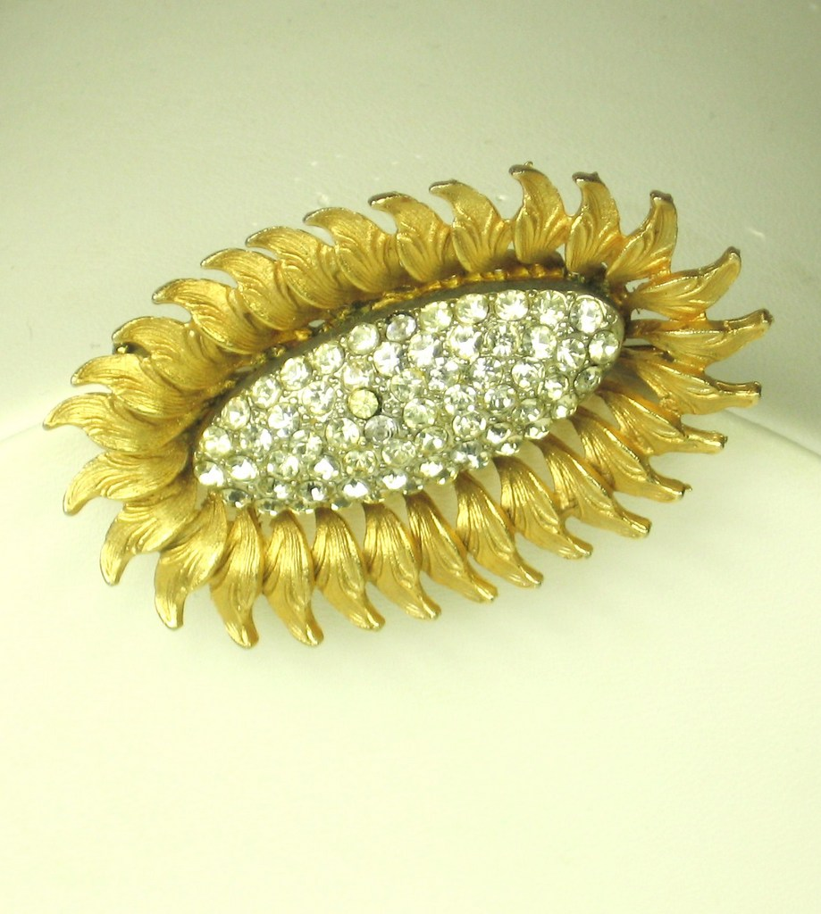 Har 1950s Gold Plated Metal and Rhinestone Floral Pin