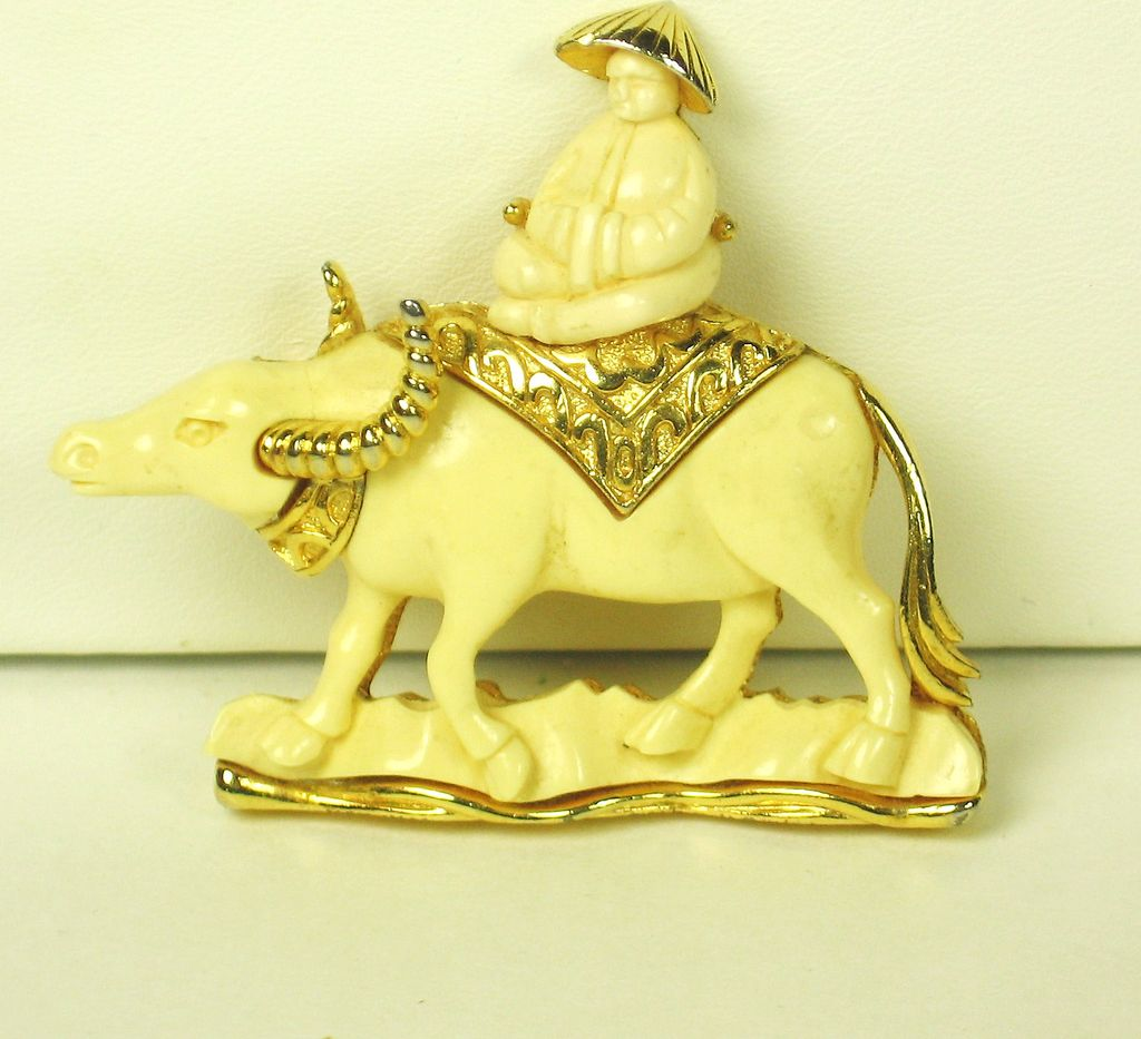 Hattie Carnegie Cream Plastic Water Buffalo Pin