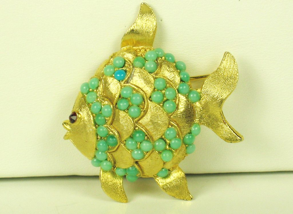 Vintage Weiss Turquoise Glass Bead Fish Pin